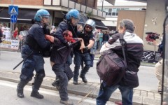 Massa: al comizio di Salvini scontri con la polizia. Feriti e fermati fra i manifestanti antagonisti