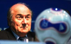 Calcio, FIFA: arrestati sei dirigenti per corruzione. Indagato dall'Fbi il mitico presidente Sepp Blatter che rischia di non essere rieletto