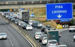 Pisa, in contromano sulla superstrada FiPiLi provoca tre incidenti