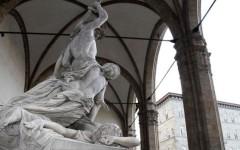Firenze, atto vandalico alla Loggia dei Lanzi: staccato un dito al Ratto di Polissena