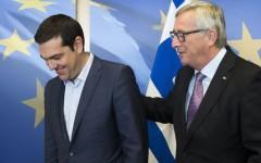 Grexit, Tsipras ha presentato il piano all'Ue: tagli per 12 miliardi. Domenica il verdetto