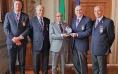 Firenze: medaglia dell'Associazione polizia di Stato al prefetto Alessio Giuffrida