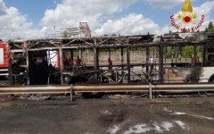 L'autobus incendiato in via Aretina a Firenze