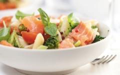 Insalate di pasta, il fresco piatto estivo per ogni occasione. Ecco tre ricette facili e piene di sapore