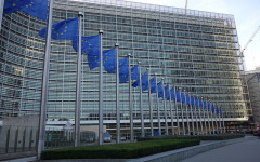 Manovra: l'Unione Europea smentisce le previsioni dell'Italia, meno crescita (+0,7) e più deficit (133,1%)