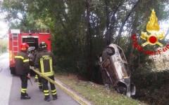 Pisa, corpo carbonizzato in un'auto fuori strada a Bientina
