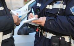 Firenze, prende pistola a vigile e spara: bloccato al primo colpo. La scena in un video