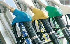 Benzina e gasolio: prezzi in aumento, gli italiani consumano di meno (-1-1%) ma spendono di più (+2,5%)