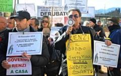 Banca Etruria: protesta dell'Associazione vittime del Salvabanche. Chiedono le stesse tutele dei clienti Mps