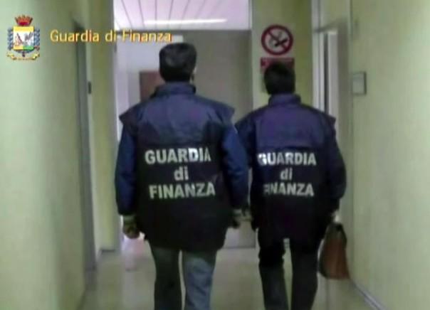 Prato: 350.000 prodotti sequestrati nell'operazione Alto impatto della Finanza. Tre evasori totali