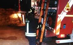 Firenze: salva i cani da caccia dall'incendio ma resta intossicato. Soccorso dai pompieri