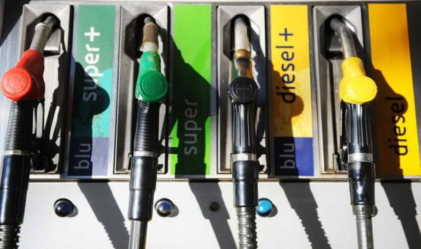 Prezzi carburanti, si sale ancora