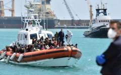 Migranti: la Ue vara una guardia costiera europea per gestire l'emergenza. Ma resta il problema dei ricollocamenti