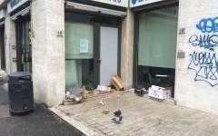 Firenze, degrado: escrementi e rifiuti. Viale Don Minzoni terra di nessuno. Le ordinanze del sindaco restano lettera morta