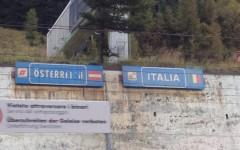 Migranti, Brennero: l'Austria innalza un muro al confine stradale e autostradale per impedire gli accessi