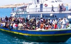 Migranti: l'Oim lancia l'allarme, ne arrivano 1000 al giorno. Ma Renzi frena: nessuna invasione. E propone all'Ue il «migrant compact»