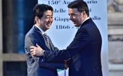 Firenze: Renzi e Abe visita agli Uffizi e al corridoio vasariano (con signore)