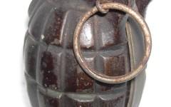 Forte dei Marmi: armi e munizioni (anche mitra e bombe a mano) trovate in una villa 40 anni dopo la morte del proprietario