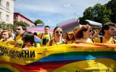 Pride a Firenze: omaggio alle vittime di Orlando. Sabato 18 giugno fiocco con bandiera Usa e Arcobaleno