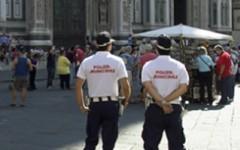 Firenze: abusivismo commerciale, la polizia municipale sequestra oltre 1800 oggetti