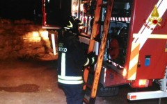 Vinci: incendio in un maneggio. Cavalli e asini salvati dai vigili del fuoco