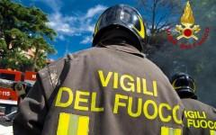 Firenze: minaccia di darsi fuoco e buttarsi in Arno. Intervengono vigili del fuoco, traffico bloccato