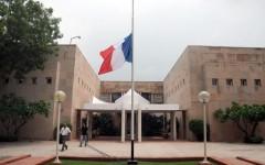Attentato di Nizza: le autorità consolari invitano gli italiani a non muoversi. La solidarietà dei laeders a Hollande