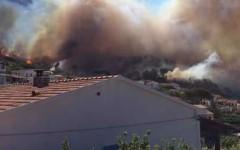 Isola d'Elba, incendi: paura a Chiessi, minacciate alcune case. In fiamme anche i boschi del Monte Calamita