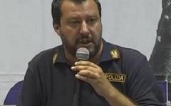 Sicurezza: Salvini, Lega Nord,  fa politica con la maglia della Polizia. Forti reazioni dei sindacati