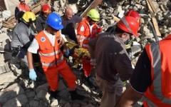 Terremoto: i morti ufficiali sono 73, ancora dispersi e feriti gravi. Ma il bilancio è destinato a crescere
