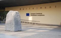 Manovra: la Ue solleverà forti dubbi sull'aumento del deficit al 2,3%, ma solo dopo il referendum