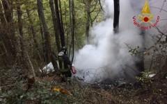 Castelfranco di Sopra (Ar): cade aereo nei boschi del Pratomagno. Due morti. Uno era ufficiale dell'Aeronautica militare
