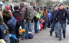 Migranti: Beppe Grillo accusa, numero degli sbarchi e delle morti triplicato da quando governa Renzi