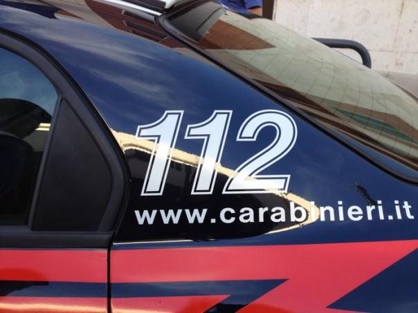 Palpeggia una giovane donna carabiniere a Milano, arrestato