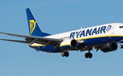 Pisa: volo Ryanair costretto ad atterrare per rissa scoppiata fra passeggeri. Quattro arrestati dalla polizia (video)