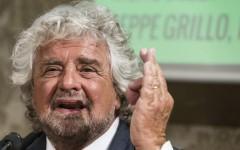 Lecce: Beppe Grillo contestato per Ilva e Tap da attivisti del M5S
