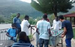 Cagliari: i migranti, alloggiati in comodi alberghi, protestano per il pocket money, mentre i terremotati stanno nelle tende