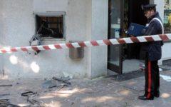 Firenze: fanno esplodere bancomat, bottino 20.000 euro