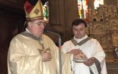 Arezzo, Banca Etruria: il vescovo Riccardo Fontana si schiera a fianco dei risparmiatori truffati