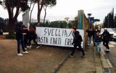 Firenze: blitz davanti alle scuole di lotta studentesca, protesta contro il quarto governo non eletto