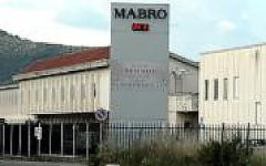 Grosseto: operai dell'ex Mabro occupano la sala del consiglio comunale
