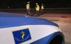 Massa: torna dalla Versilia con un passeggero nel bagagliaio. La polizia stradale gli ritira la patente