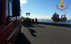 Maltempo: nave disincagliata a Livorno. Trainata in porto da un rimorchiatore