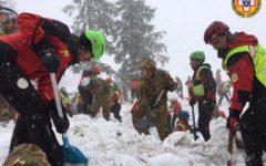 Rigopiano: 11 sopravvissuti, cinque morti e 23 dispersi. Questo il bilancio mentre si scava ancora