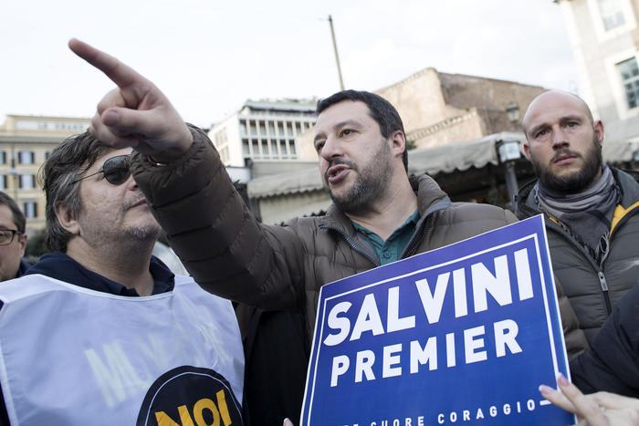 Matteo Salvini a Pisa, scontri tra Polizia e gli antagonisti