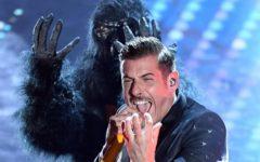 Musica, Eurovision: Francesco Gabbani (con la scimmia) cerca la vittoria a Kiev. L'ultimo italiano a riuscirci fu Toto Cutugno nel '90