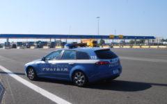 Firenze: Ricercato esibisce falsa patente, arrestato dalla Polstrada