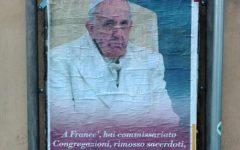 Roma: manifesti contro Papa Francesco apparsi sui muri della Capitale