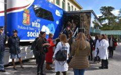 Firenze: arrivato al Meyer il truck multimediale della Polizia per il tour «Una vita da social»