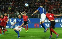 L'Italia batte l'Albania (2-0) con gol di De Rossi e Immobile. Ma Verratti è il trascinatore. Classifica girone G
